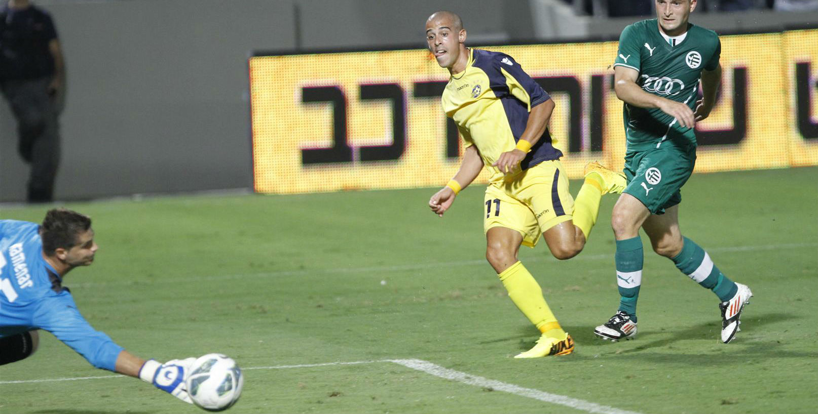 Tal Ben Haim slots in a Goal-Maccabi Tel Aviv FC Website
