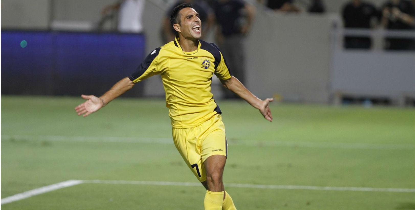 Eran Zehavi Celebrating his super strike! Courtesy Maccabi Tel Aviv Website