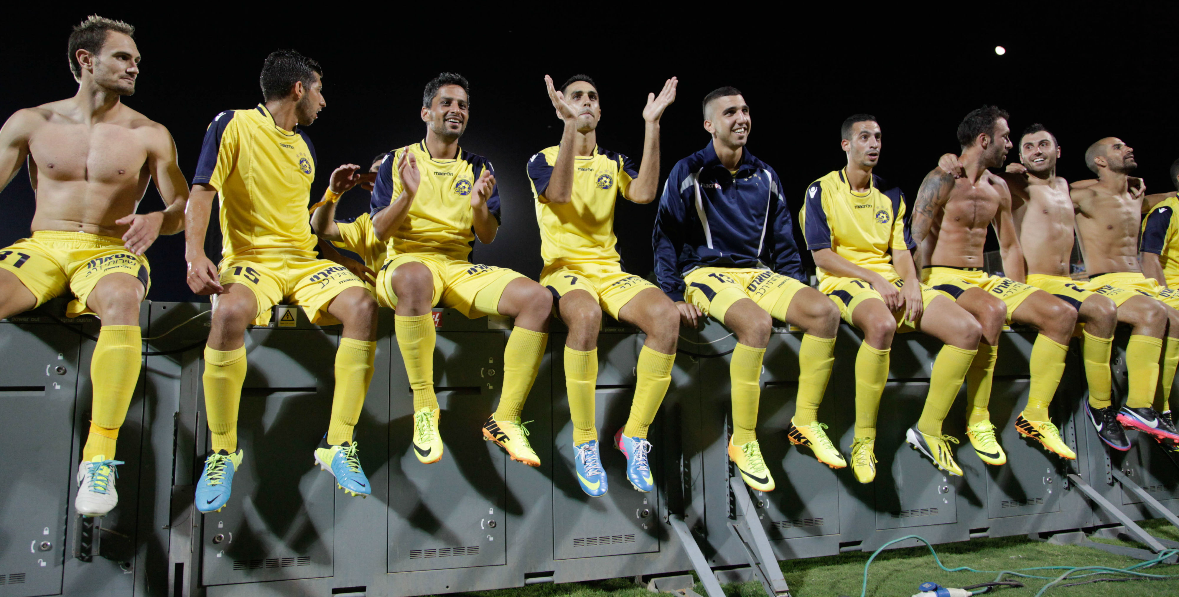 The players celebrate with the fans! Courtesy Maccabi Tel Aviv website