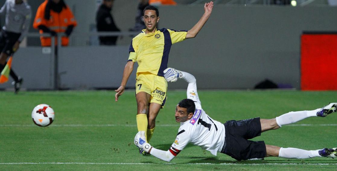 Eran Zahavi scoring his 1st of the night! Courtesy Maccabi Tel Aviv website