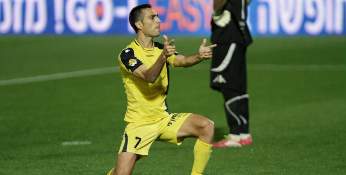 Pow! Pow! Eran Zahavi celebrating one of his goals! Courtesy Maccabi Tel Aviv Website