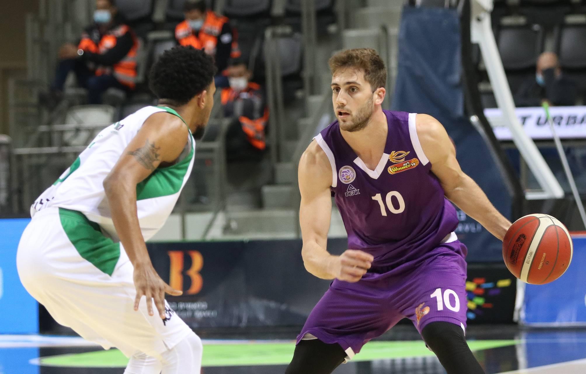 Gilinski with the ball