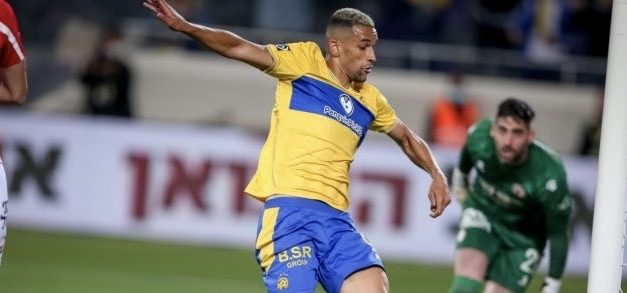Nick Blackman helps Maccabi Tel Aviv leapfrog Haifa into 1st place