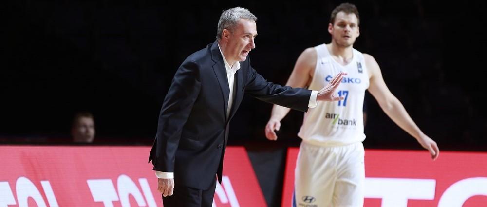 """""""אני מייצג את ישראל למרות שאני מאמן צ'כיה"""": ננו גינזבורג בראיון מיוחד"""